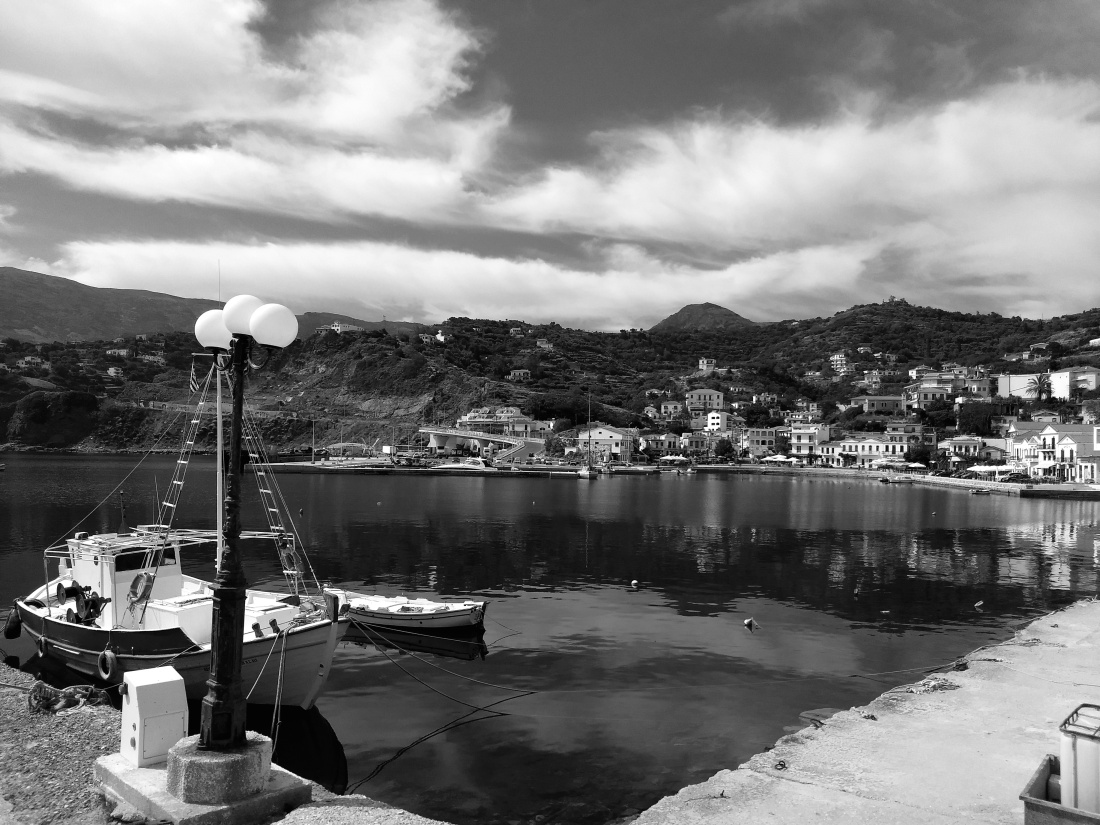 φωτογραφία από το λιμάνι του Ευδήλου Ικαρίας